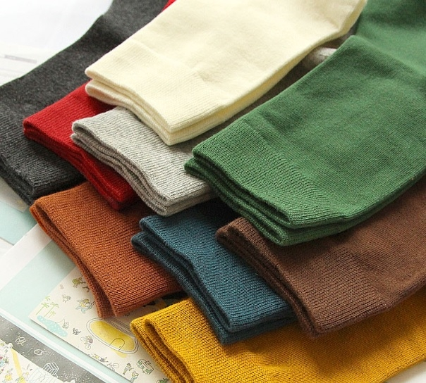 AM00003 - Great quality Men's Crew Socks Pair Solid Colors
