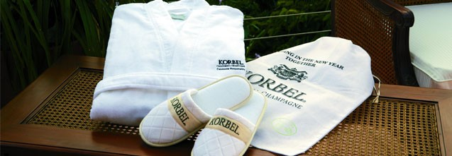 Cobblestone Mills Waffle Weave Robe, Slippers & Card Gift Set